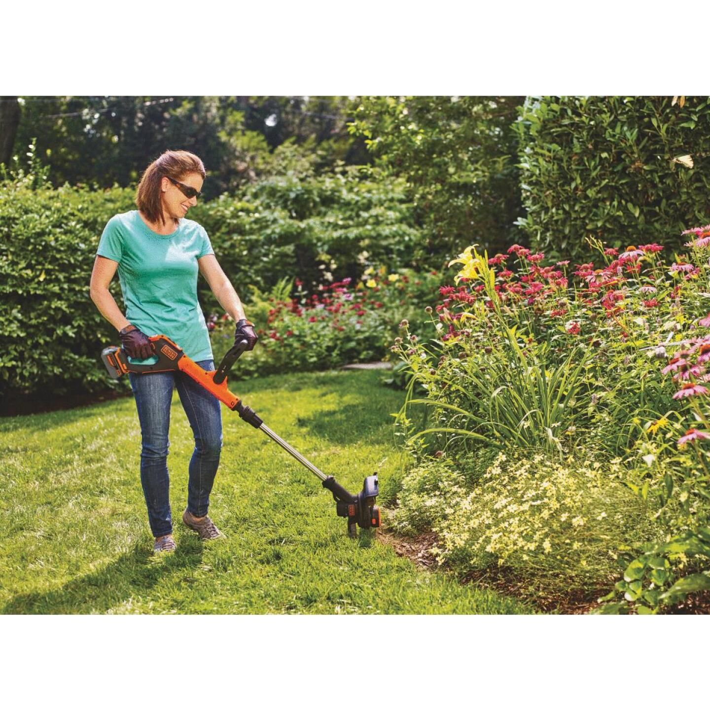 Black & Decker EasyFeed 20V MAX 12 In. Lithium Ion Straight Cordless String Trimmer/Edger Image 2
