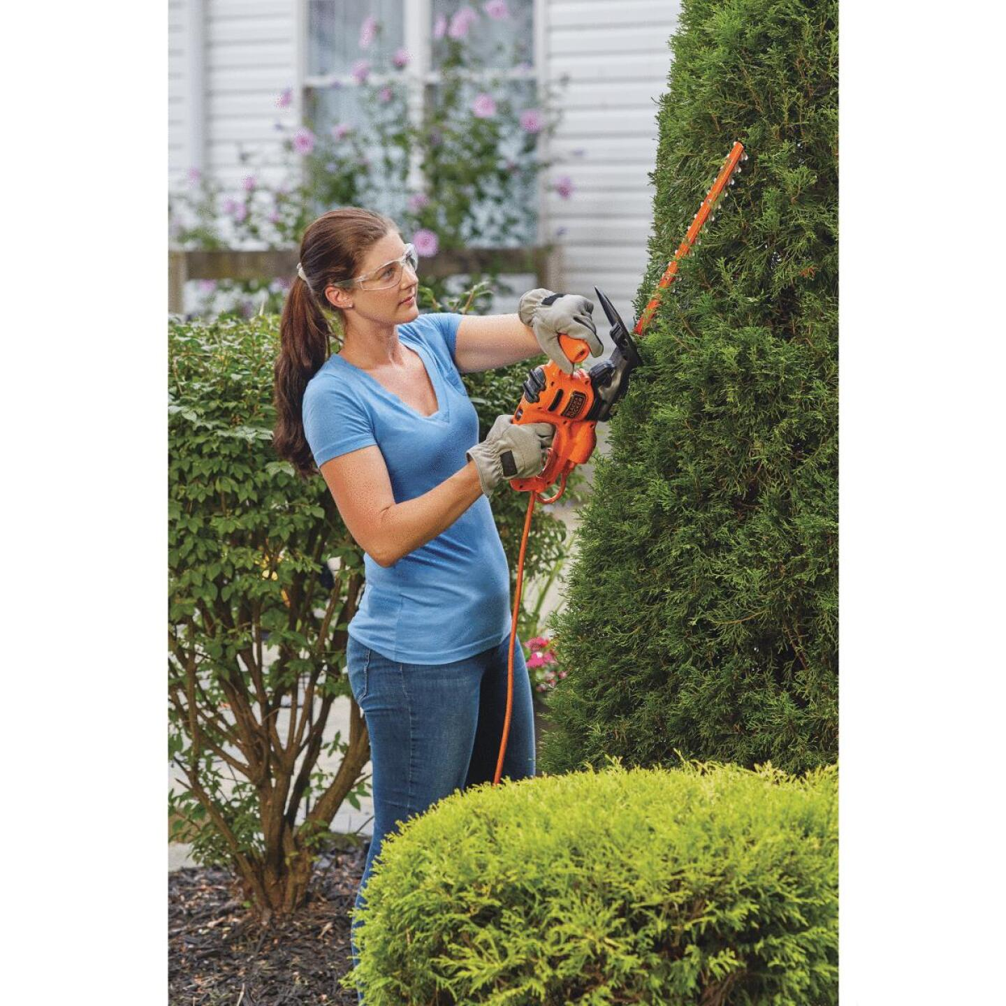 Black & Decker 16 In. 3-Amp Corded Electric Hedge Trimmer Image 2